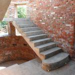 Лестница с основанием из бетона